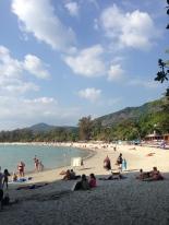 Kata Beach - Playa familiar, poco profunda y con servicios