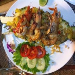 Piña con gambas y curry