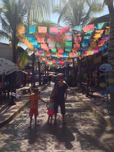 Tiendas y colores en Sayulita