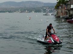 En moto de agua por el lago de Tequestitengo